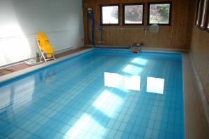 Pool 03